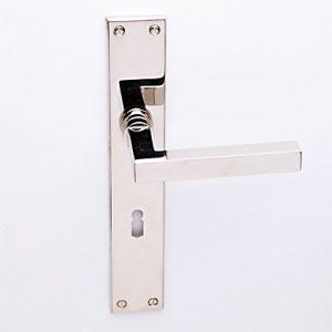 Loevy nikkel op Bauhaus schild met sleutelgat