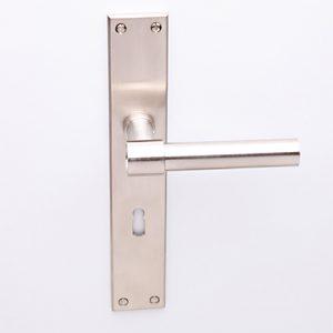 Weimar L-model op Bauhaus schild matnikkel met sleutelgat